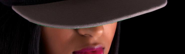 femme underground avec casquette rap